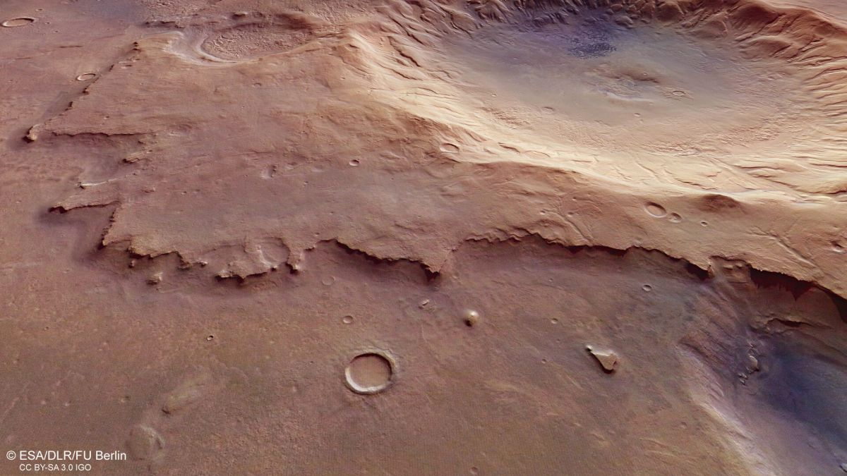 Mars Express spies a nameless and ancient impact crater 1