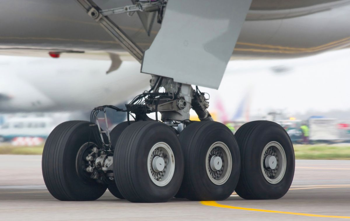 Boeing 777 300 chassis